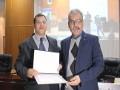 Remise des attestations de participation                                                                                                                                     توزيع شهادات المشاركة