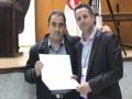 Remise d'attestations aux participants, au colloque national, sur la démocratie participative